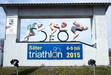 Stor triathlonskylt vid Säters norra infart.