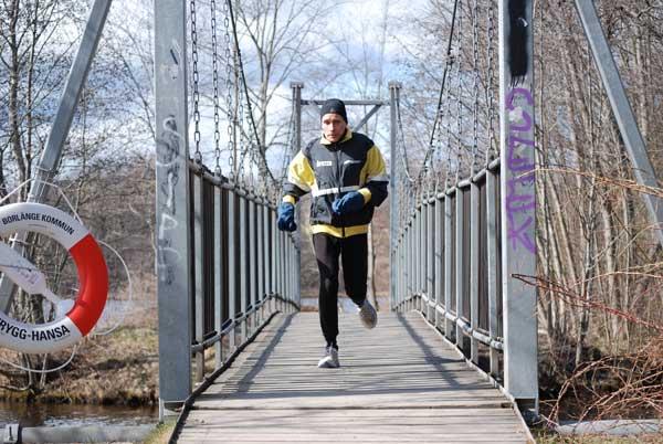 En Annorlunda Rekordkille – Tommy älskar Möta årstiderna Som Löpare