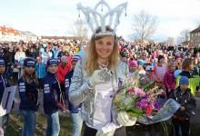 Det blev stor uppvaktning på torget i Malung efter Stina Nilssons succe i VM i Falun.