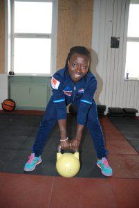Fotbollsspelare har även nytta av ett styrkepass med kettlebell håller Elisabeth Addo med om.