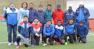 Internationell blandning i Hedemora Fotboll. Klubbens ordförande, Kent Hedin (längst till vänster i övre raden) med sitt internationella lag som tagit steget upp i division 5.