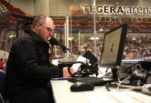 – Jag gillar det här. Det är viktigt att det blir korrekt information i högtalarna, säger Krister Ellström på Tegera Arena i Leksand.