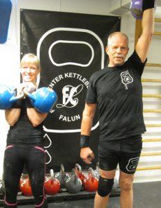 Kettlebells. Ellinor Westling och Sacke Danevad har kommit tillbaka efter sjukdomsår med hjälp av kettlebellsträning.