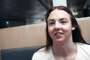 – Jag simmar nog två timmar om dagen. Cirka 6 kilometer. 5-6 sådan pass kan det bli i veckan, säger Sara Junevik.